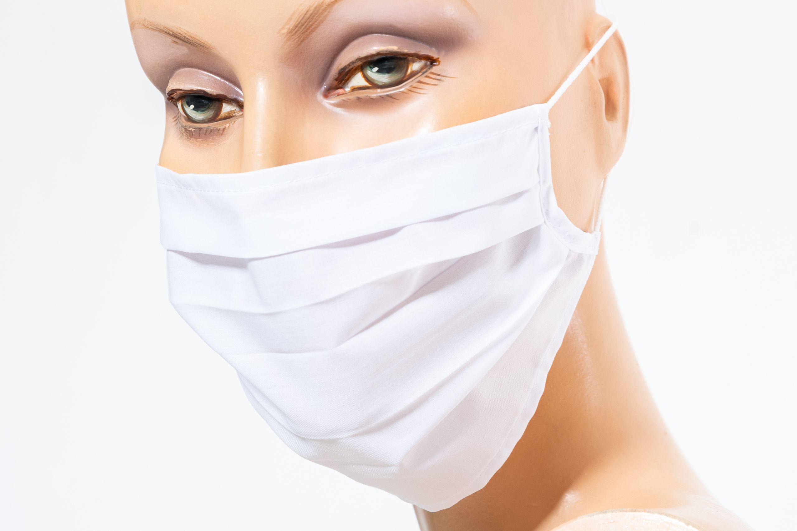 Frau mit weisser Maske linke Seite Balder Care (c) Markus Flicker