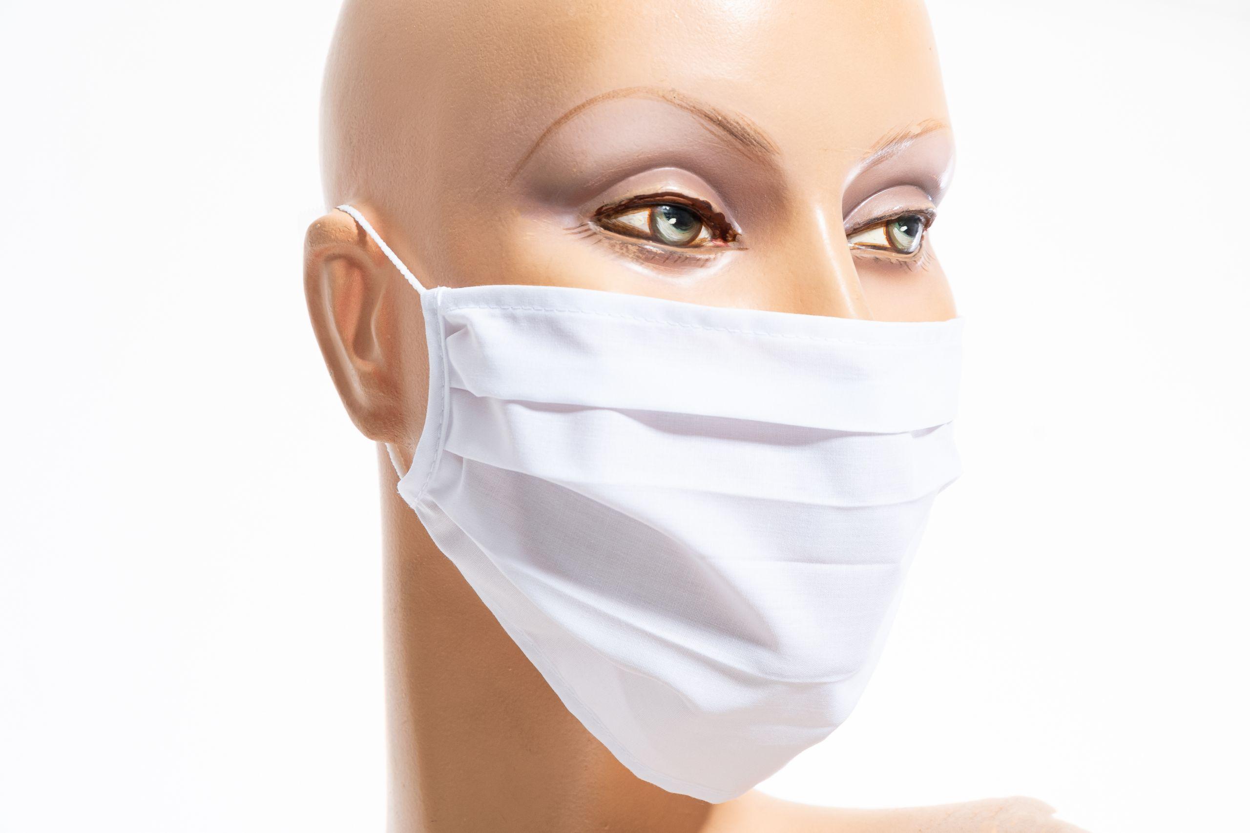 Frau mit weisser Maske rechte Seite Balder Care (c) Markus Flicker